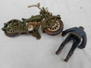ANTIQUE TOY CAST IRON HARLEY DAVIDSON MOTORCYCLE & POLICEMAN COP RIDER